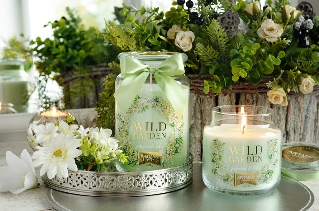 scented candle in jar,